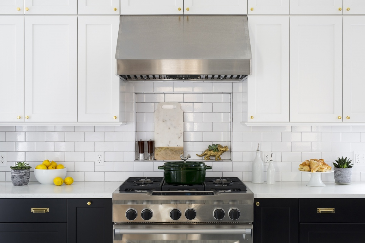 Get The Look Two Toned Cabinets The Kitchen Company